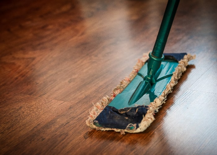 how to clean laminte floors