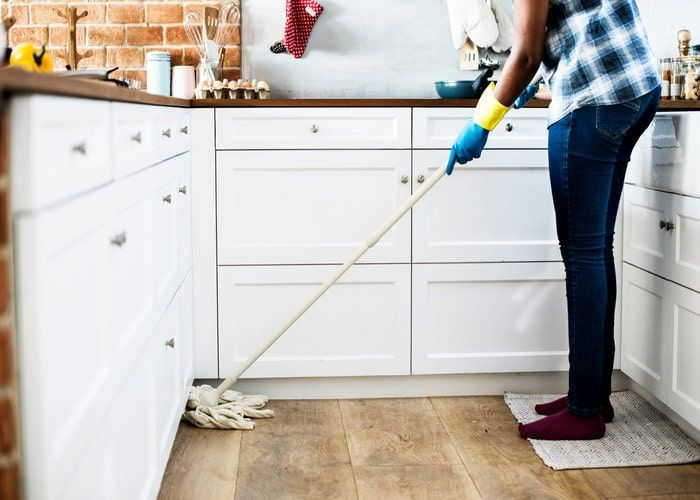 cleaning the laminate floors