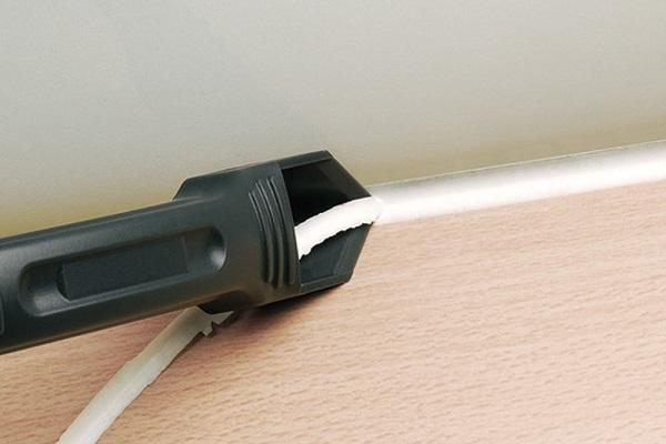 remove caulk from wood using putty knife
